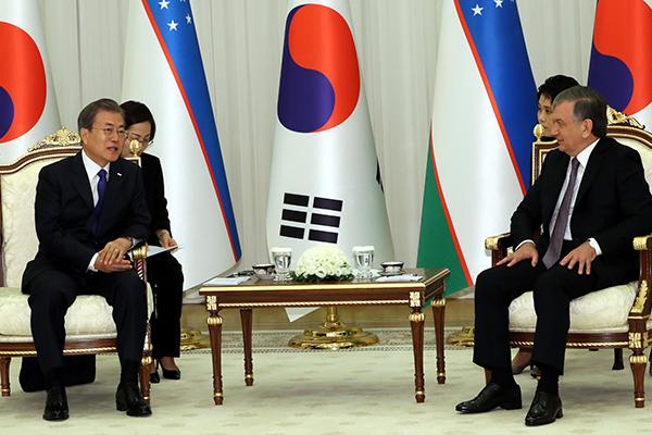 韓国・ウズベキスタン首脳会談 両国関係強化を評価