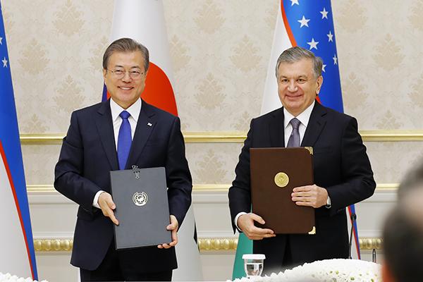 한·우즈베크 정상회담…한반도·중앙아시아 평화협력 논의