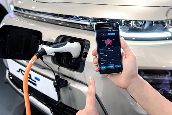 Hyundai et Kia mettent au point une technologie pour contrôler leur véhicule électrique depuis son smartphone