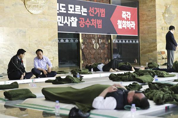 """한국당 """"좌파 집권 플랜 시작""""…청와대 규탄대회·철야농성"""