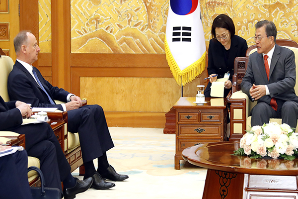 Moon Stresses Need for Resumption of US-N. Korea Dialogue