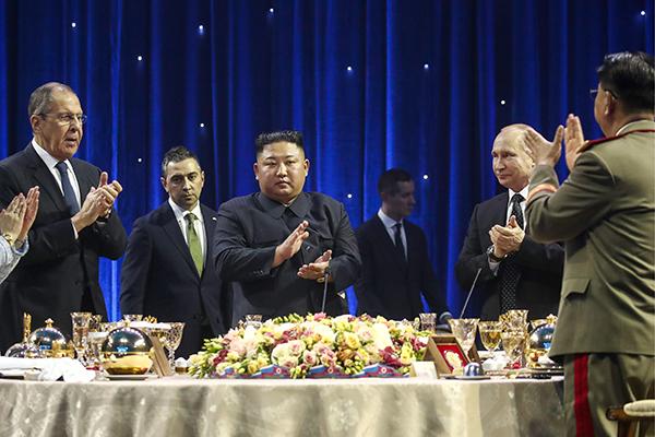 Kim Jong-un et Vladimir Poutine échangent sur la situation de la péninsule à Vladivostok