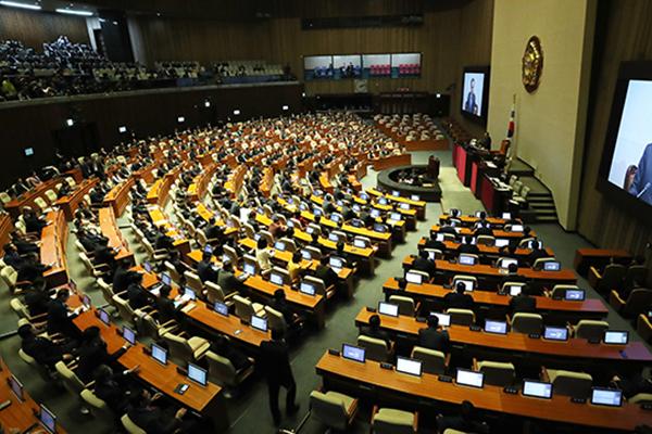 Le gouvernement présente au Parlement son projet d'additif au budget