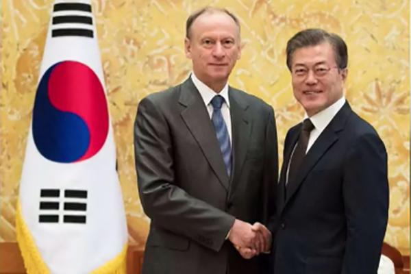 Tổng thống Hàn Quốc gặp quan chức cấp cao Nga cùng ngày diễn ra thượng đỉnh Nga-Triều