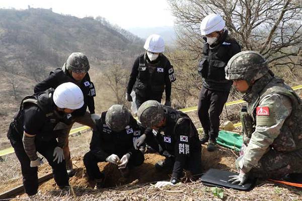 DMZ 화살머리고지서 유해 17점 추가 발굴…'완전 유해'도 발견