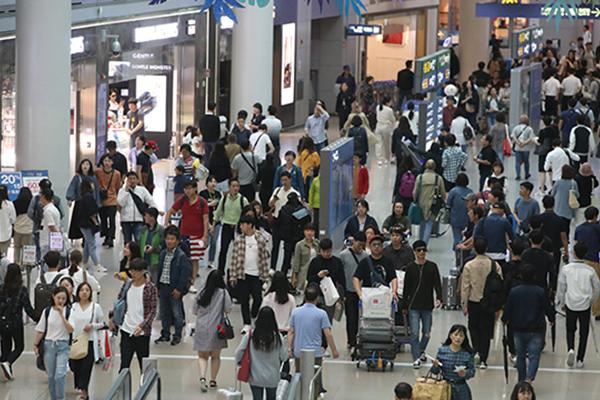 관세청, 5월 해외여행 성수기 맞아 세관 여행자 휴대품 검사 강화