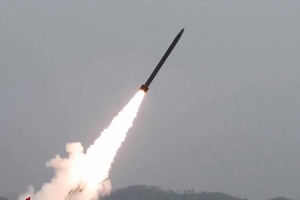 联合参谋本部:北韩在平安北道龟城一带发射2枚发射体