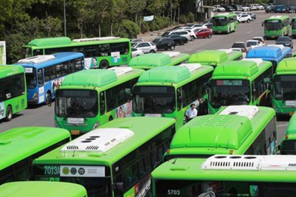 Los sindicatos de autobuses anuncian una huelga