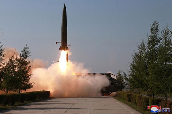 北韩媒体:金正恩9日指导火力打击训练