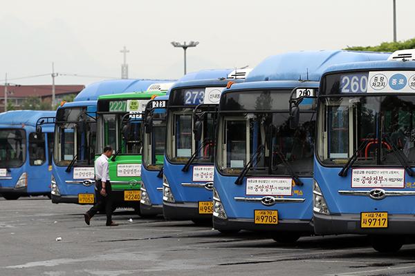 Chính phủ kêu gọi giới tài xế xe buýt không biểu tình