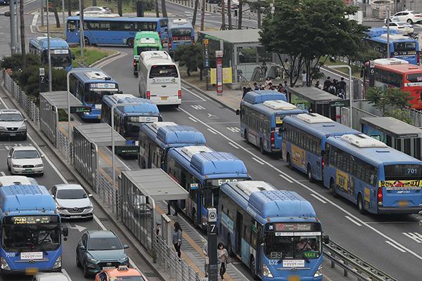 Giới tài xế xe buýt hủy biểu tình tại các tỉnh, thành lớn