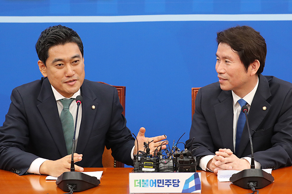 """오신환 """"하루빨리 민생 돌봐야""""…이인영 """"국회정상화에 보탬 되달라"""""""
