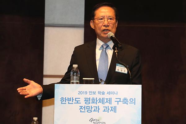 """송영무 """"김정은, 자유민주사상 접근…남북 군사합의 이뤄져야"""""""
