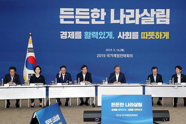 """홍남기 """"적극적 재정운용 유지…소득개선·일자리 우선 투자"""""""