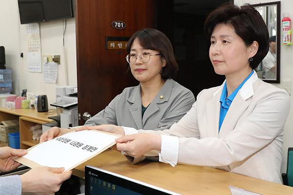 여야 4당 여성의원, '막말' 나경원 대표 징계안 제출