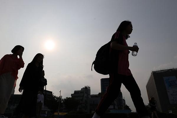 Municipal Governments Brace for Unseasonable Heat