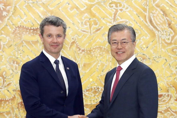 Moon Asks for Denmark's Continued Support of Seoul's Peace Efforts