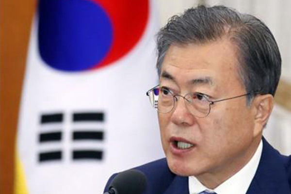 Moon to Meet Ruling Party Floor Leaders on Tues.