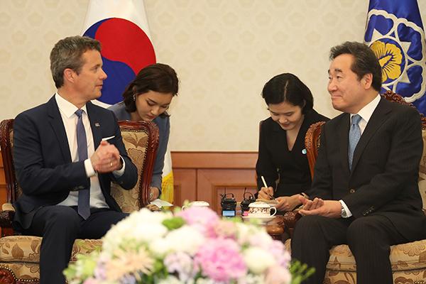 Lee Nak-yon reçoit le prince héritier danois en visite officielle à Séoul