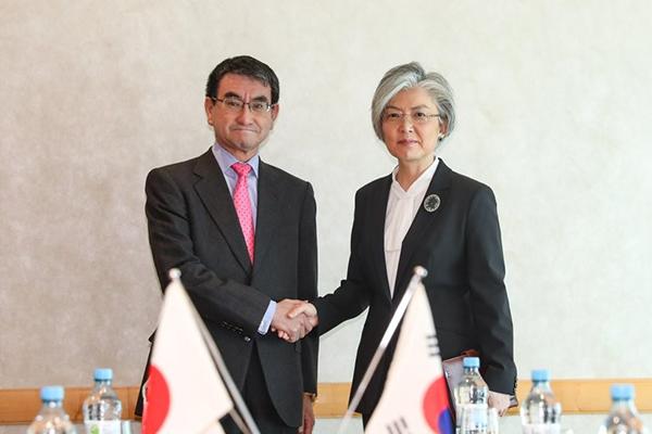 Les chefs de la diplomatie sud-coréenne et japonaise se retrouvent à Paris