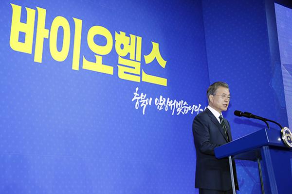 文在寅:2025年以前每年投入4万亿韩元研发生物健康项目
