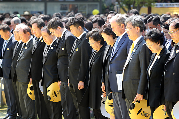 Unfinished Dreams Highlighted at 10th Anniv. of President Roh's Passing