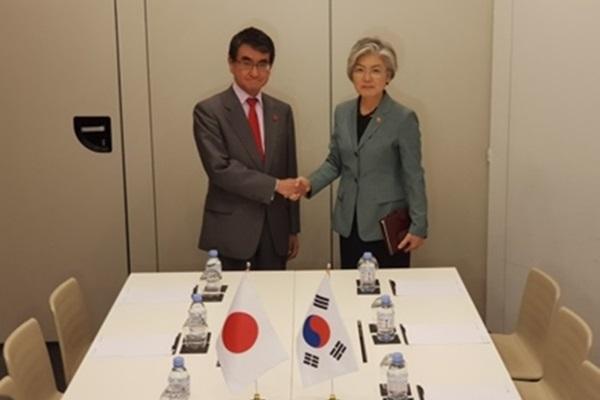وزيرا خارجية كوريا واليابان يناقشان قضية العمل القسري