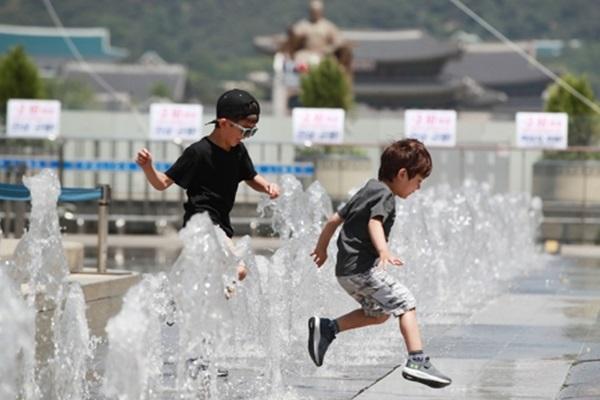 ソウルなど各地に猛暑注意報 熱い南西風吹きこむ