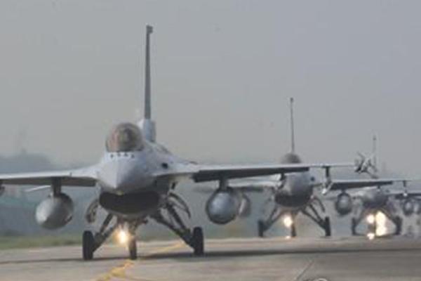 F-15K '항재밍' 기능 강화…장거리레이더 국내개발 재추진