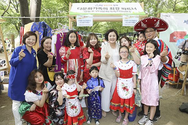 Học sinh từ gia đình đa văn hóa tăng ba năm liên tiếp