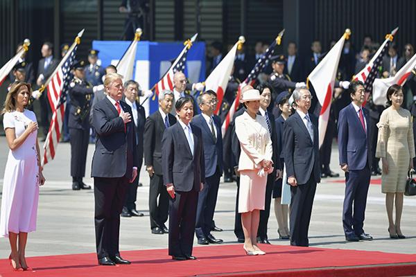 特朗普会见日本天皇 同安倍举行首脑会谈