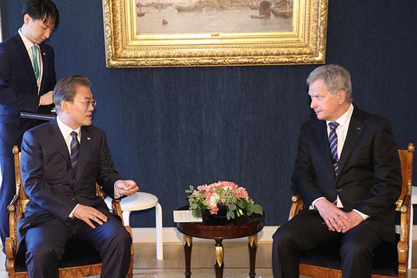 韩国和芬兰举行首脑会谈 讨论韩半岛和平合作方案