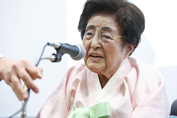 韩国前总统金大中夫人李姬镐女士逝世