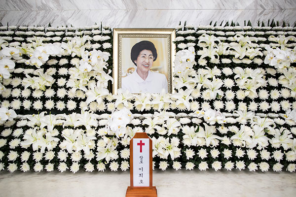 N. Korea to Offer Flowers, Letter at Panmunjeom on Former First Lady's Passing