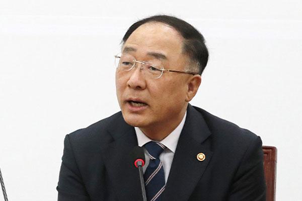 """홍남기 """"미중 갈등에 석유업계 더 어려워…부지·용수 지원 협의"""""""