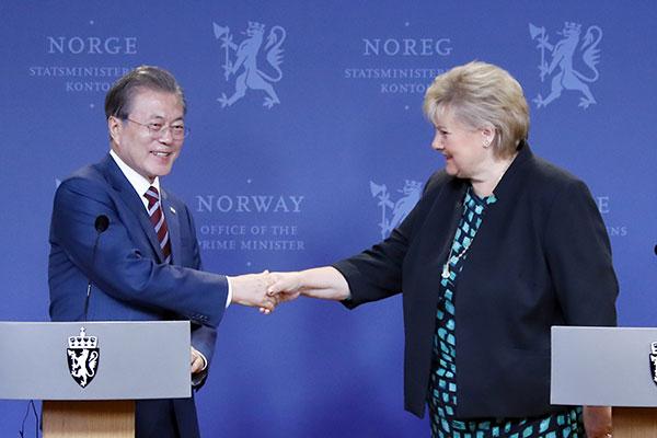 Президент РК Мун Чжэ Ин встретился с премьер-министром Норвегии