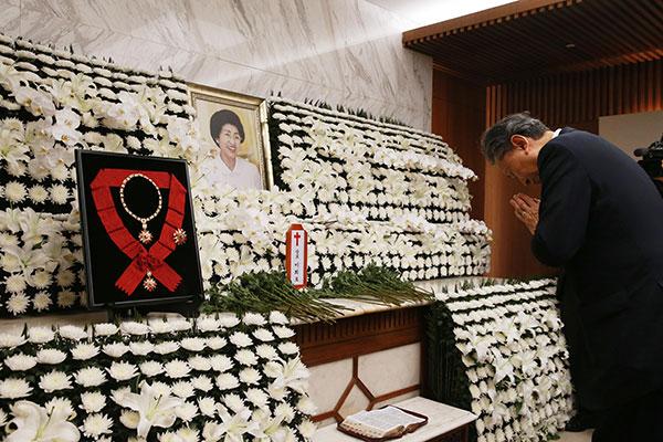 """하토야마 전 일본 총리 """"이희호 여사 유언대로 한반도평화 이뤄지길"""""""