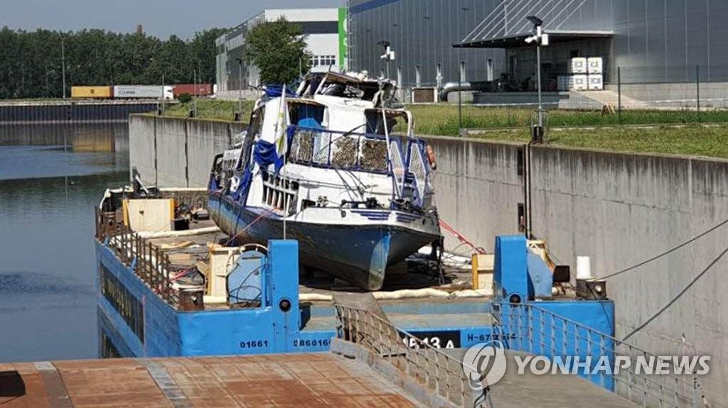 السلطات المجرية لم تعثر على جثث للمفقودين الكوريين بعد انتشال القارب الغارق