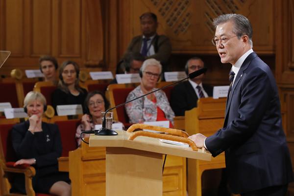 文大統領 「北韓の平和守るのは、核ではなく対話」
