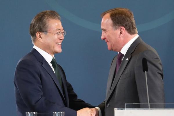 「韓半島平和に向けて協力継続を」 韓・スウェーデン首脳会談