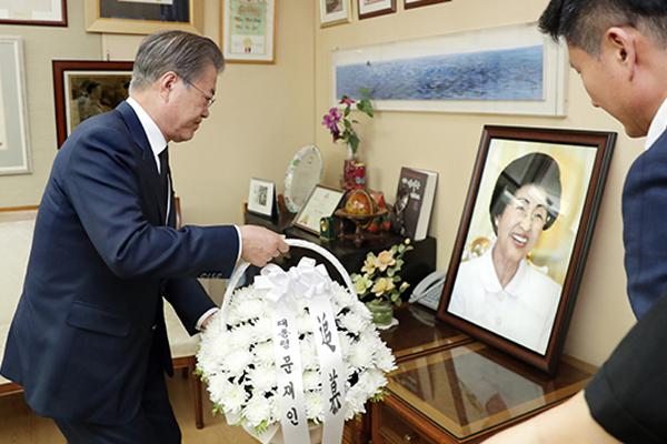 Presiden Moon Kunjungi Rumah Mendiang Lee Hee-ho