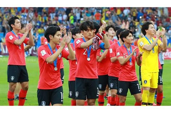 文在寅祝贺韩国足球队夺冠