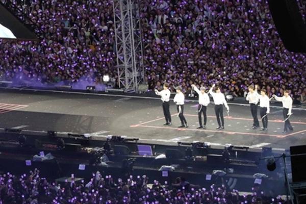 Người hâm mộ cháy hết mình cùng concert của BTS tại Busan