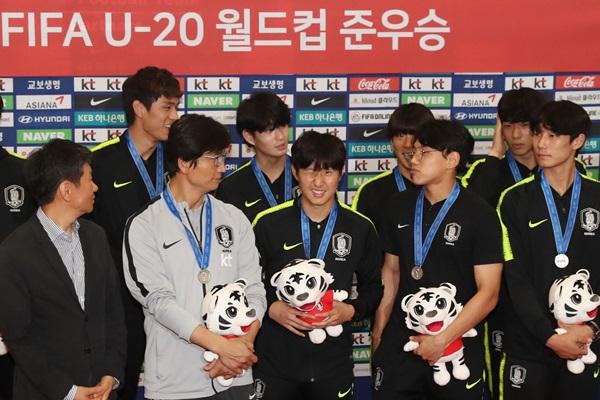 Corea aplaude a la selección Sub-20 por el 2º puesto en el Mundial