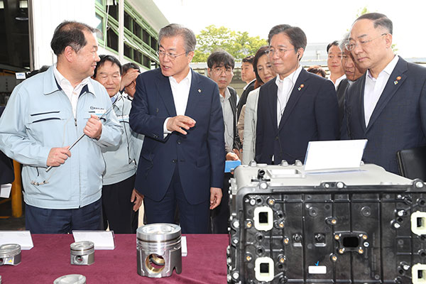 Moon Declares Visions to Boost Local Manufacturing Industry