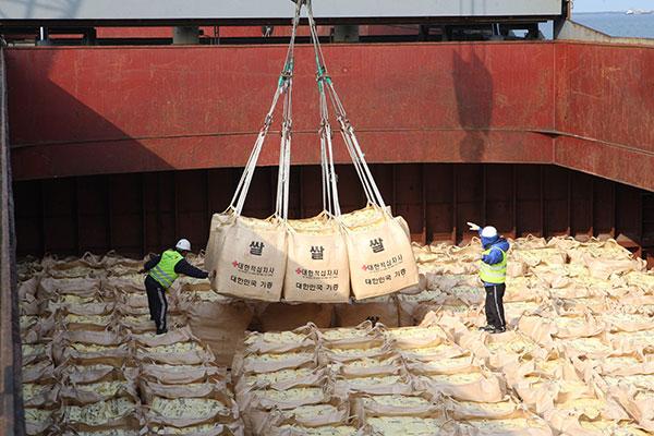 정부, 북한에 국제기구 통해 국내 쌀 5만 톤 지원키로