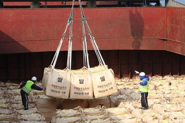 واشنطن تعرب عن تأييدها لقرار سيول تقديم الأرز لكوريا الشمالية