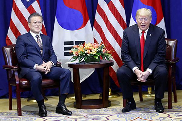 Presiden Trump Adakan KTT dengan Presiden Moon di Seoul