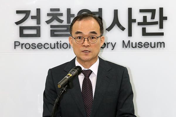 Le procureur général sortant présente de nouvelles excuses pour les erreurs passées du Parquet