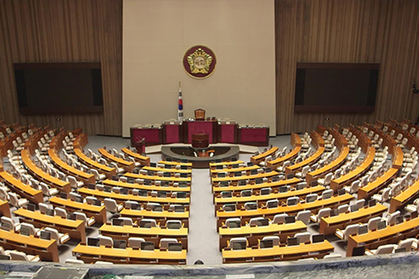 """민주당 """"의사일정 강행"""" vs. 한국당은 지연 전략"""